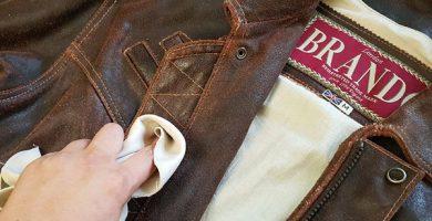 como limpiar una chaqueta de cuero